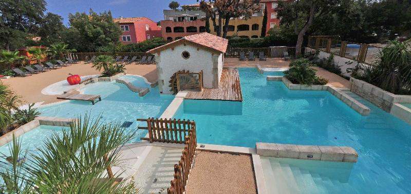 Location camping de la treille location vacances for Camping cavalaire sur mer avec piscine