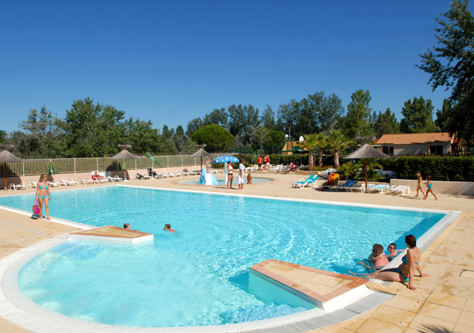 Location village vacances le grau du roi location for Village vacances piscine