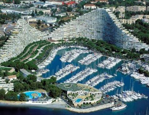 Location baronnet 309 location vacances villeneuve loubet for Piscine marina baie des anges