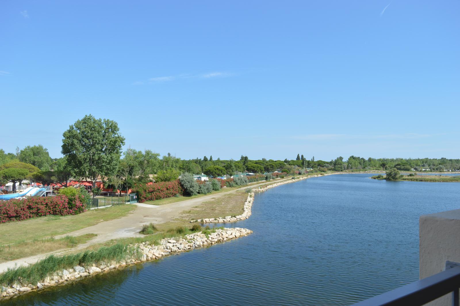 Location les rives du lac location vacances port camargue for Lac salonique grau du roi