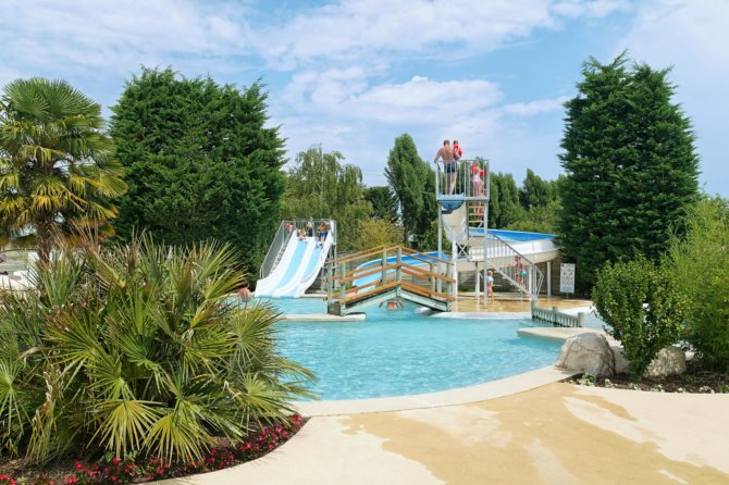Location camping le parc de la grenouill re for Piscine la grenouillere