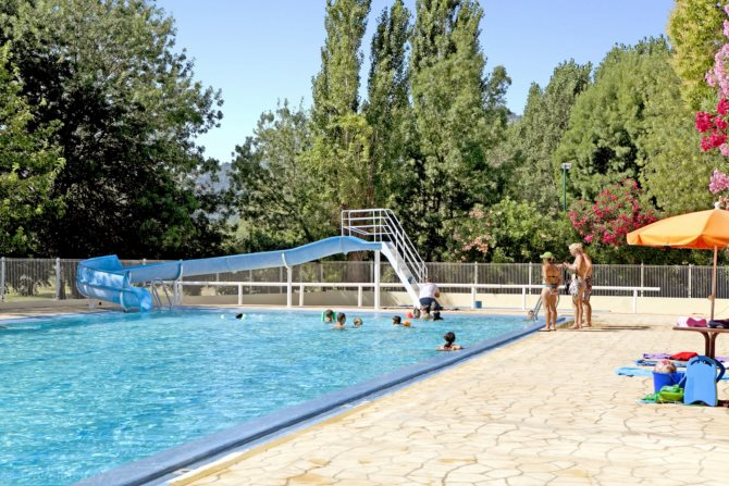 Location camping saint louis location vacances la - La table du village auribeau sur siagne ...