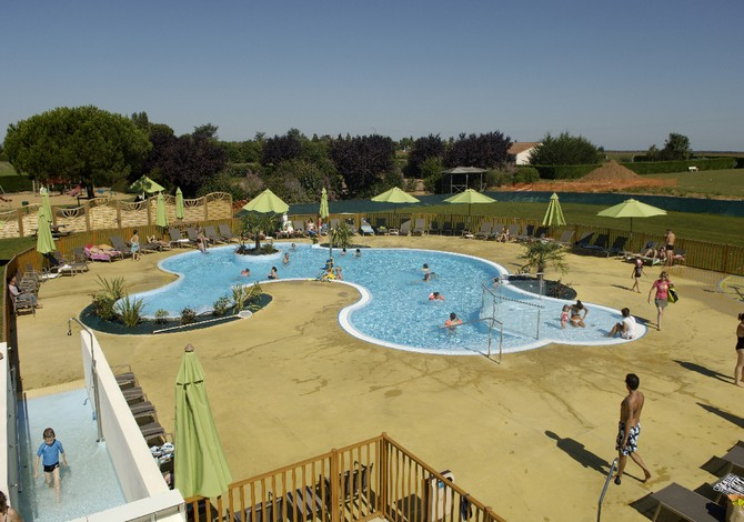 Location village vacances vend e oc an 2 location for Village vacances vendee avec piscine