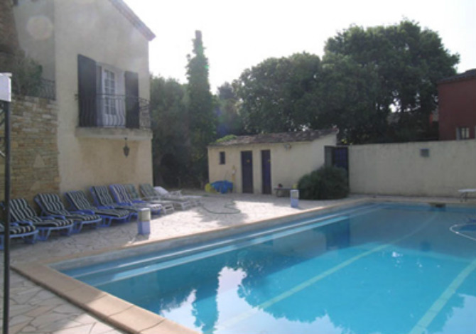 Location villa ac2822 appartement dans villa location for Piscine six fours