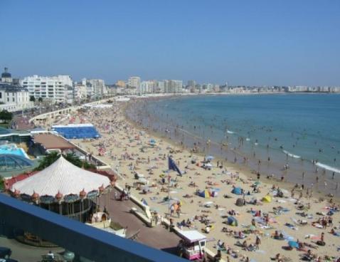 Location a 2 pas de l 39 office du tourisme et du casino des - Office du tourisme les sables d olonne ...