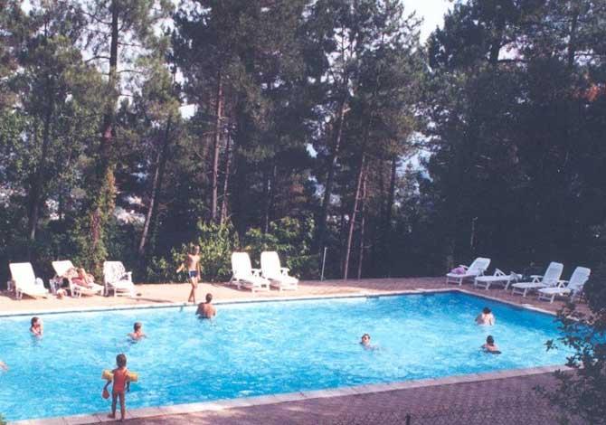 Location camping les pins location vacances aubenas for Piscine aubenas