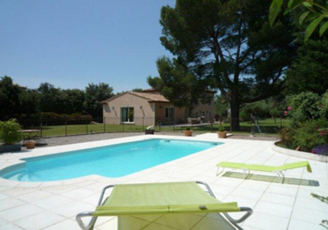 location villa ac4965 villa avec piscine location vacances lan on de provence. Black Bedroom Furniture Sets. Home Design Ideas