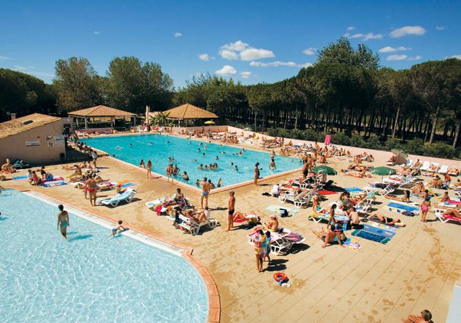 Location camping le castellas plein air vacances location for Piscine de gemenos