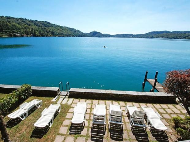 Location casa sul lago location vacances orta san giulio for Disegni casa sul lago