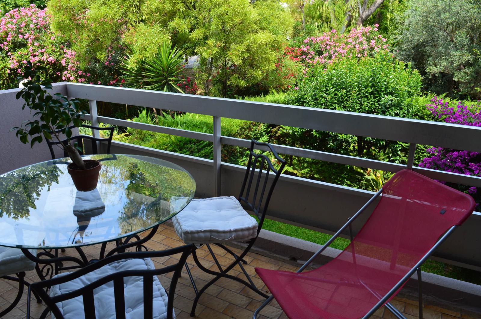 Location jardin des roses location vacances antibes - Camping les jardins de la mer antibes ...