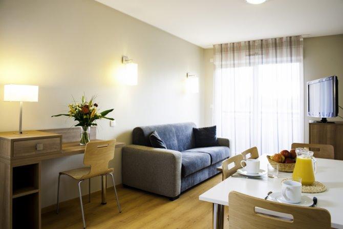 location lagrange appart 39 h tel toulouse saint michel 3 location vacances toulouse. Black Bedroom Furniture Sets. Home Design Ideas