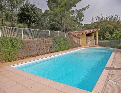 Location le parc de la palme d 39 or location vacances hy res for Palme de piscine