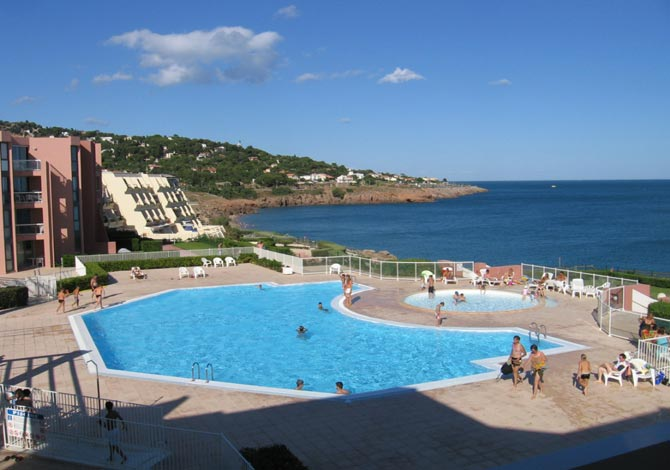 Location r sidence cap corniche location vacances s te for Piscine fonquerne sete