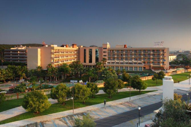 Location appart 39 h tel palas pineda location vacances la for Location en appart hotel