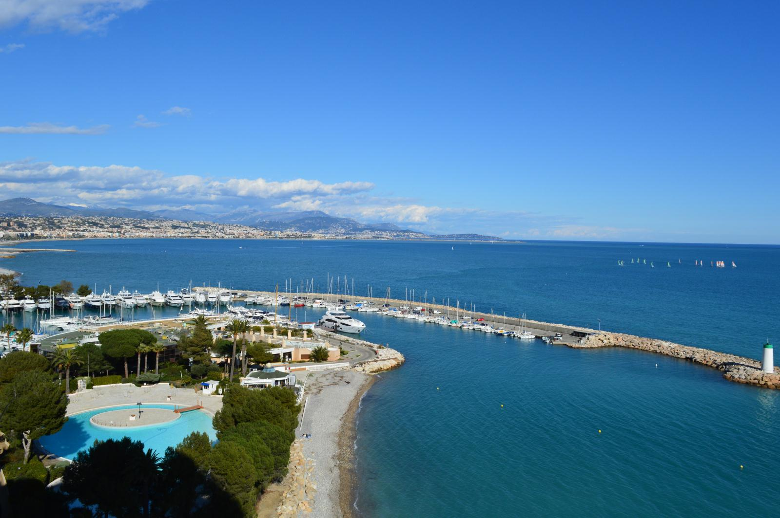 Location marina baie des anges location vacances antibes for Piscine marina baie des anges