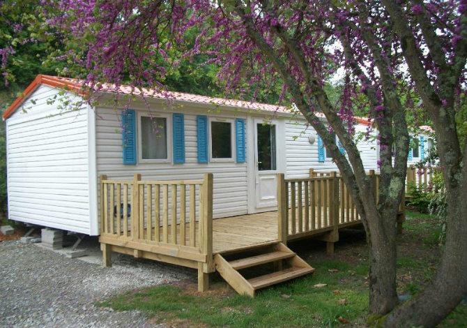 Location camping les portes de l 39 anjou location vacances for Club piscine anjou