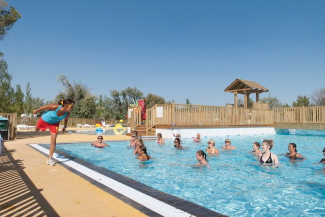 Location camping la c te des roses location vacances for Camping narbonne plage avec piscine