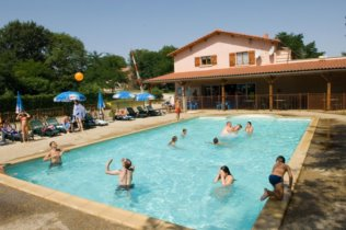 Camping avec piscine midi pyr n es for Camping toulouse piscine