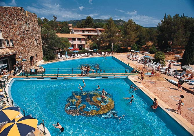 Location village club la bouverie location vacances for Piscine roquebrune sur argens