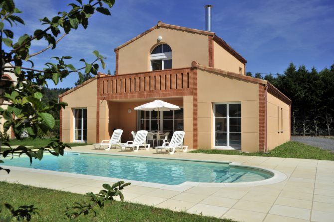 Location domaine estivel royal green location vacances for Piscine mazamet