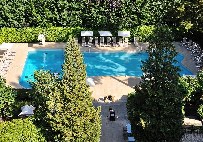 Location h tel domaine de divonne location vacances for Piscine de divonne