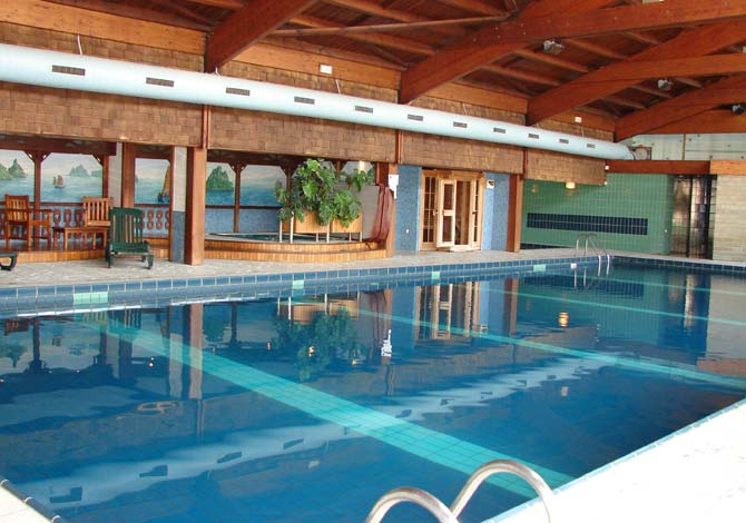Location r sidence les vall es location vacances la for Residence piscine couverte
