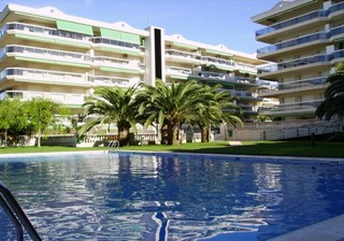 Location appartements cache cash salou location vacances for Cash piscine espagne