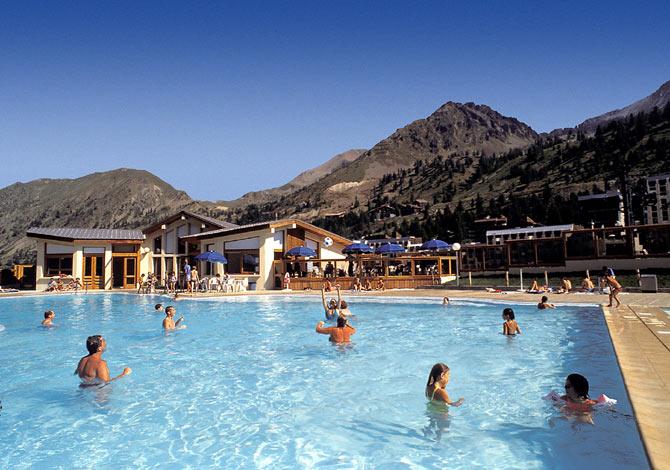 Location h tel club du soleil le pas du loup location for Club piscine soleil chicoutimi