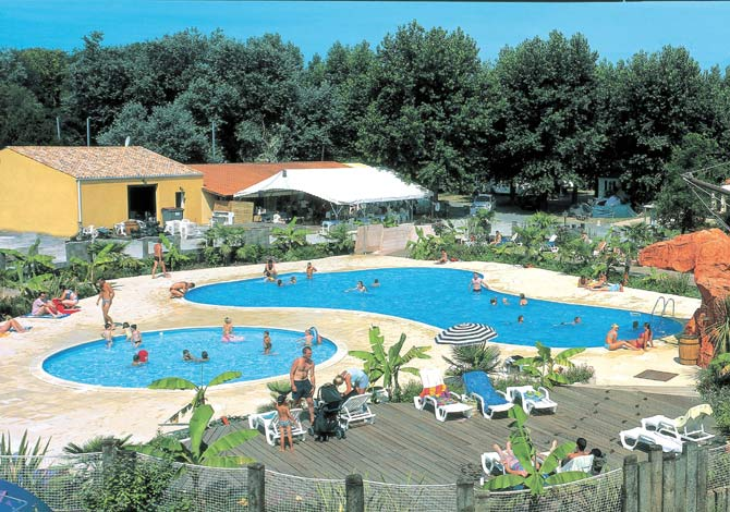 Location camping village corsaire des 2 plages annule for Chatelaillon piscine