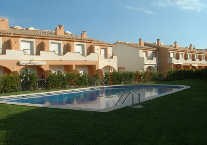 Location villas cache cash avec piscine communautaire for Cash piscine espagne
