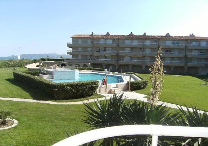 Location appartements cache cash avec piscine et vue mer for Promotion cash piscine