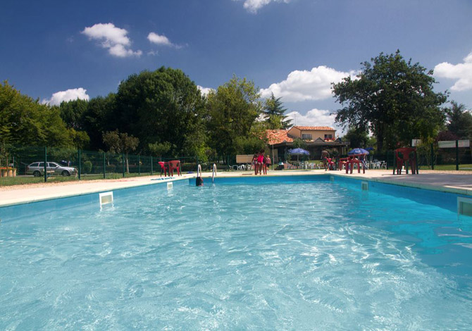 Location camping le pontet location vacances for Piscine le pontet