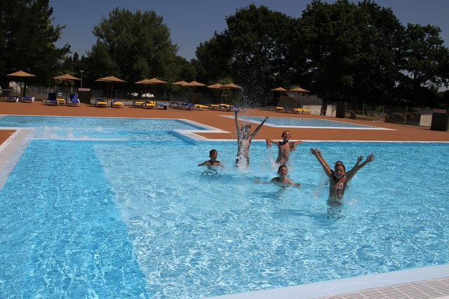 Club vacances le ch teau de tr ambert mesquer for Piscine 3 chateaux