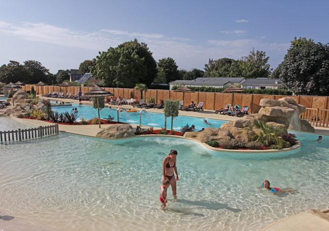 Location camping yelloh l 39 oc an breton location for Location bretagne piscine