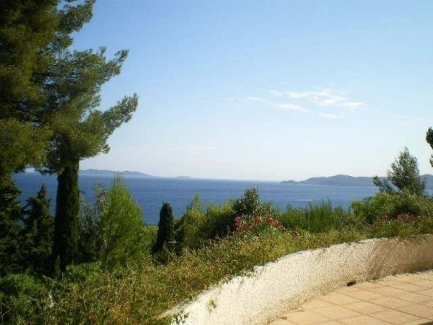 Location villa avec piscine vue mer location vacances le for Camping le lavandou avec piscine