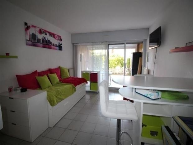 Location tr s bel appartement t2 en rez de jardin avec for Appartement avec rez de jardin
