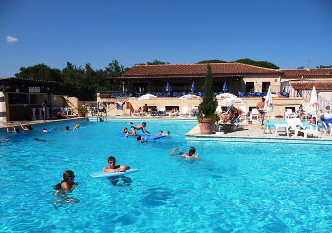 Location les r sidences du colombier location vacances fr jus for Piscine du colombier