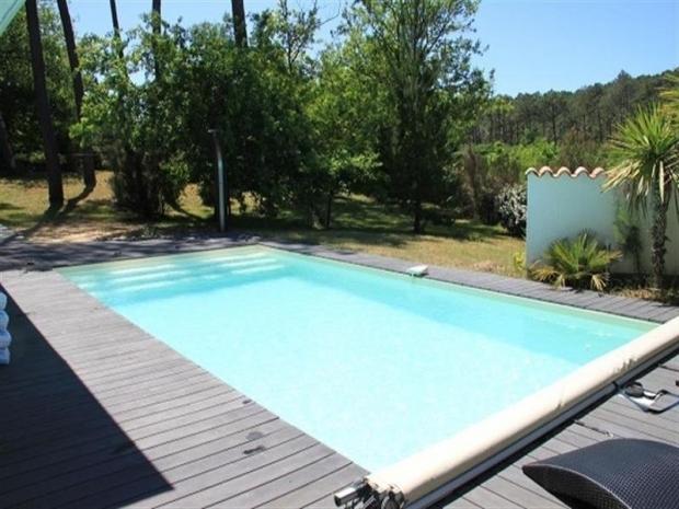 Location villa avec piscine sur le lac de biscarrosse for Piscine biscarrosse