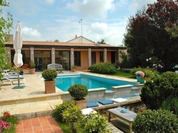 Location maison type 2 avec piscine d bordement for Maison piscine a debordement