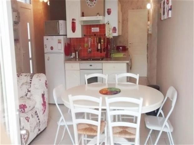 location agreable appartement en rez de jardin location vacances saint hilaire de riez. Black Bedroom Furniture Sets. Home Design Ideas