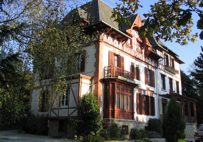 Location ~H u00f4tel Bois Joli ~, Location vacances Bagnoles de l'Orne # Hotel Du Joli Bois