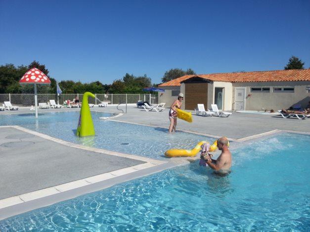 Location camping les ilates location vacances ile de r - Camping ile de re piscine ...