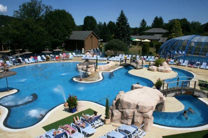 Location camping la ribeyre location vacances murol - Location auvergne piscine ...
