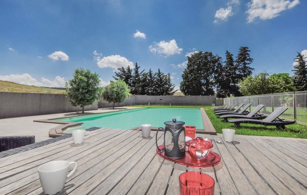 Location vacances vias location vias for Club piscine montreal locations