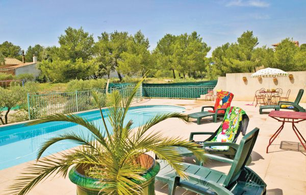 Location la pinede flg151 location vacances beaucaire for Beaucaire piscine