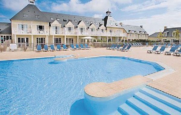 Camping avec piscine couverte port en bessin huppain for Piscine thury harcourt