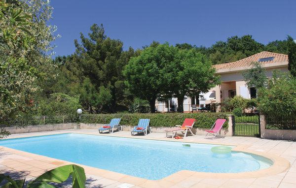 Location vacances castries r servez votre location for Camping montelimar piscine