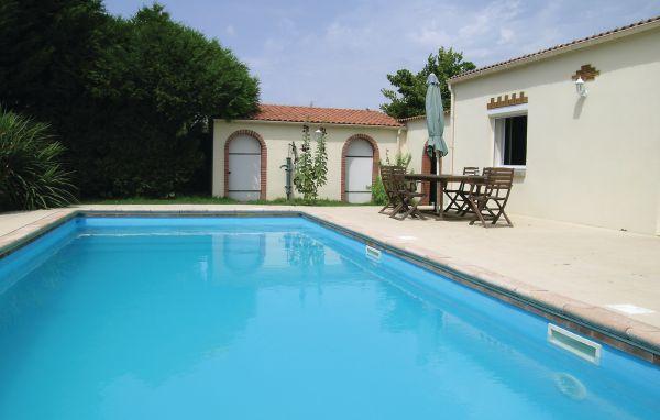 Location le ch teau d olonne fve140 location vacances for Piscine chateau d olonne