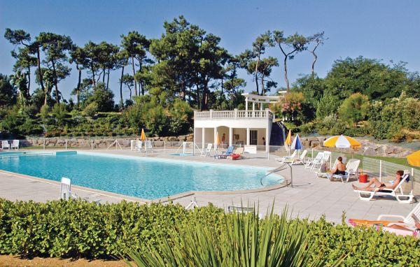 Location les sables d 39 olonne fve217 location vacances for Piscine chateau d olonne